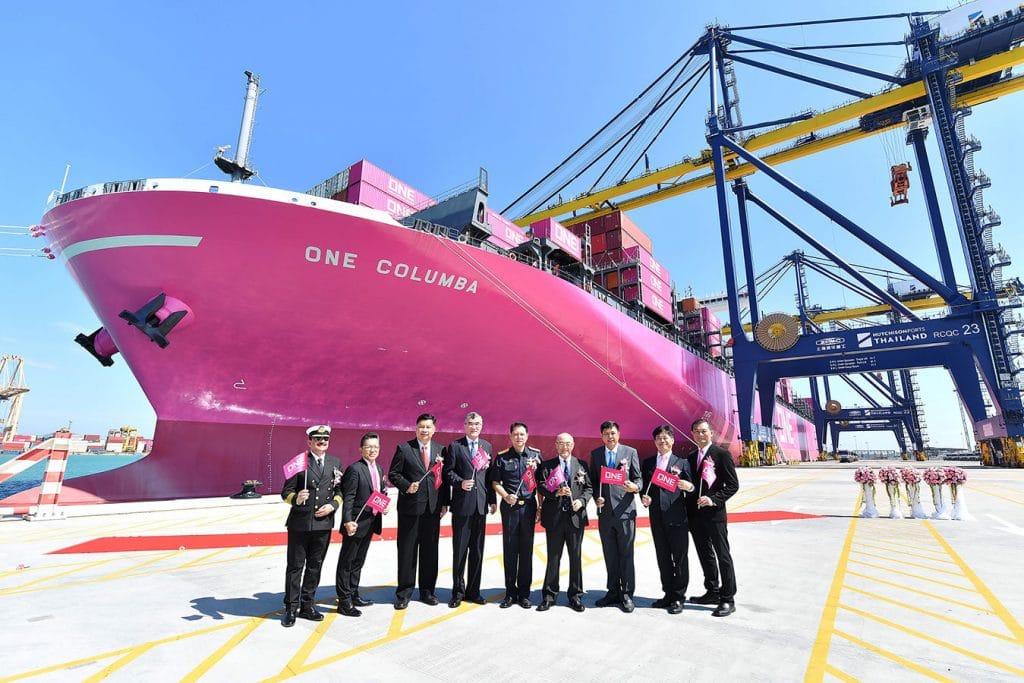 ท่าเทียบเรือชุด D ของฮัทชิสัน พอร์ท เรือขนส่งสินค้าขนาดใหญ่ที่สุดในประเทศไทย