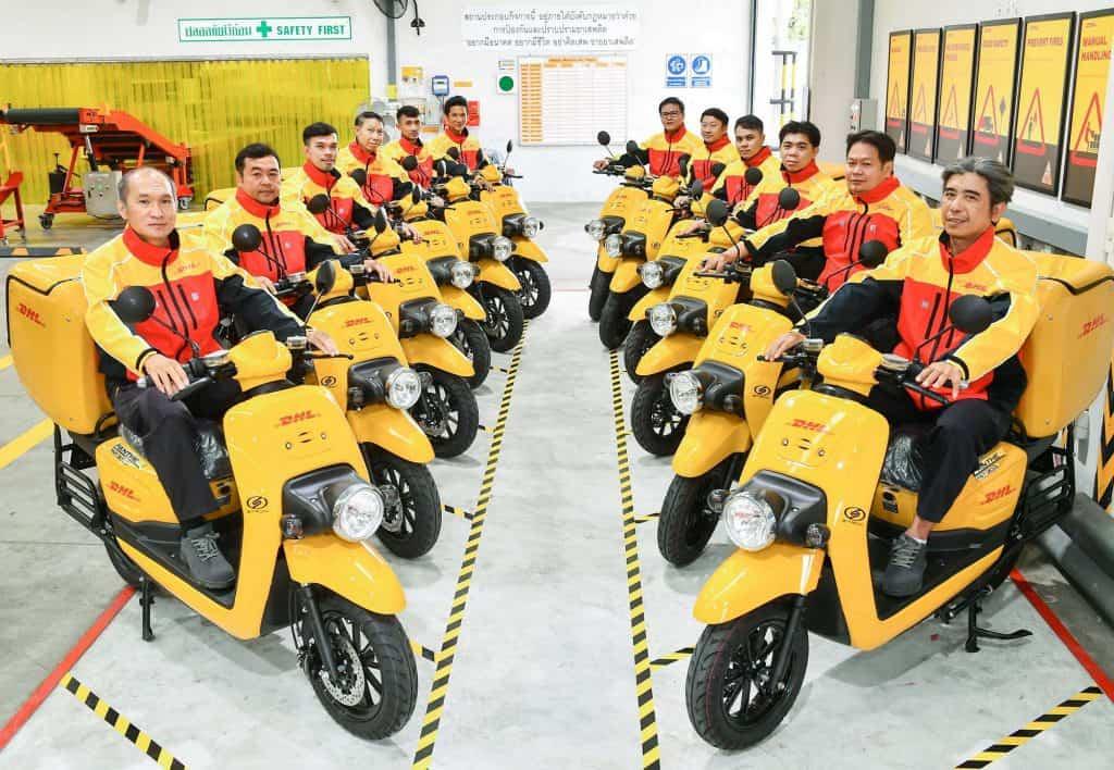 """ดีเอชแอล เอ๊กซ์เพรส และสตรอม ร่วมพัฒนา """"มอเตอร์ไซค์ไฟฟ้า""""ใช้เป็นครั้งแรกในประเทศไทย เพื่อการขนส่งที่เป็นมิตรต่อสิ่งแวดล้อม"""