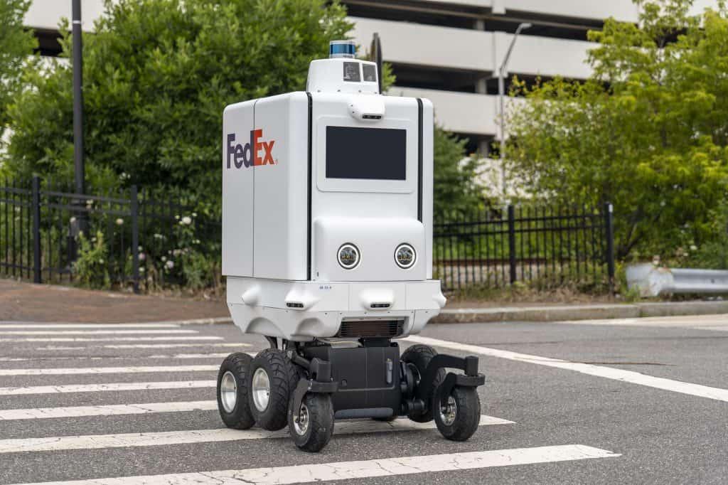การใช้งานหุ่นยนต์ในอุตสาหกรรมโลจิสติกส์ ผสานเทคโนโลยีและการขนส่งเข้าด้วยกันเพื่อสังคมที่ดีขึ้นในอนาคต โดย มาซามิจิ อุจิอิเอะ รองประธานภูมิภาคแปซิฟิกเหนือ บริษัท เฟดเอ็กซ์ เอ็กซ์เพรส
