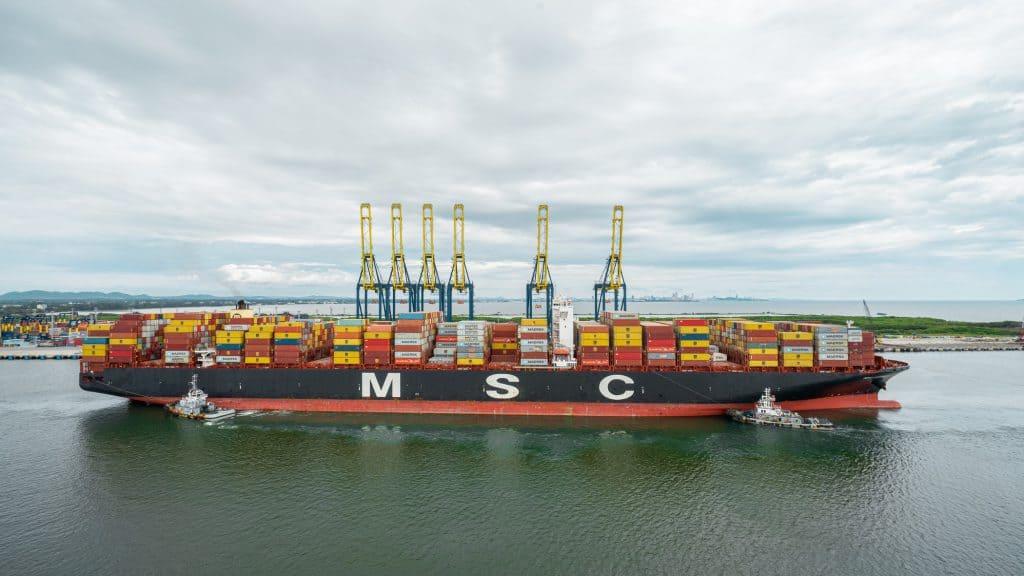 ท่าเทียบเรือชุด D ของฮัทชิสัน พอร์ท ต้อนรับเรือขนส่งสินค้าขนาดใหญ่ที่สุดที่เคยเข้าเทียบท่าในประเทศไทย