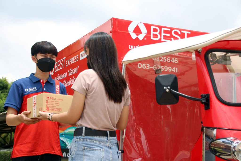 BEST Express มุ่งสู่องค์กรสีเขียว จับมือ Thai Kingmotor Innovation นำร่องรถตุ๊กตุ๊กไฟฟ้าขนส่งพัสดุด่วนเจ้าแรก